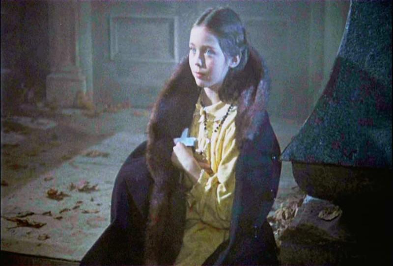 Janina Faye in una scena del film Dracula il vampiro