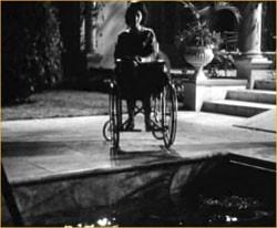 Susan Strasberg in una scena del film La casa del terrore