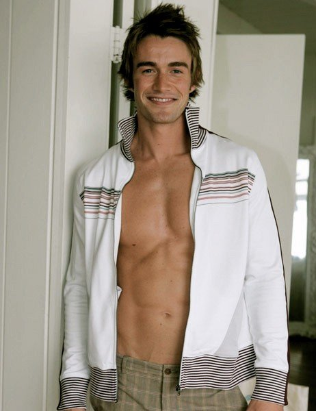 Una foto di Robert Buckley