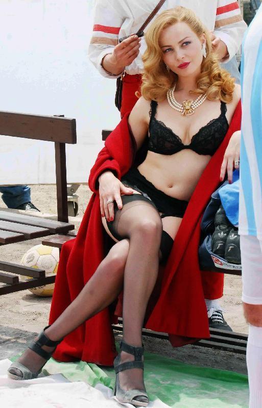 Violante Placido interpreta Moana Pozzi nella biopic di Sky dedicata alla leggendaria diva dell'hard