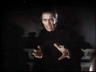 Christopher Lee è il perfido Conte Dracula nel film Dracula il vampiro