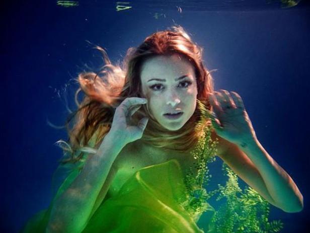 Martina Stella è la sensuale sirena di Playboy, nel 2009, fotografata da Alex Infascelli