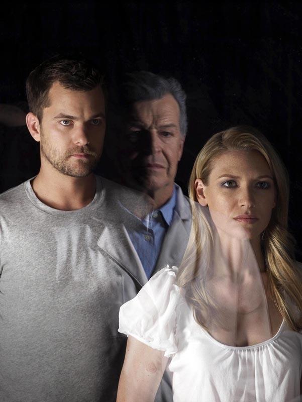 Un'immagine promo di Joshua Jackson, Anna Torv e John Noble per la serie Fringe, versione 3