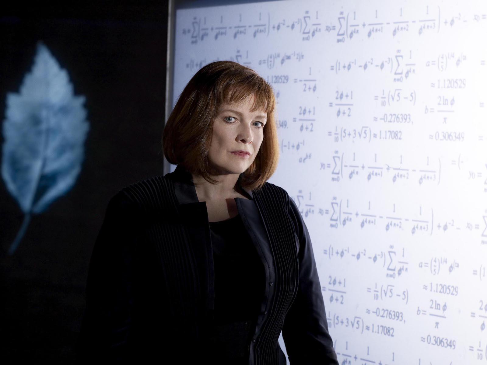 Un wallpaper di Nina Sharp interpretata da Blair Brown per la serie Fringe