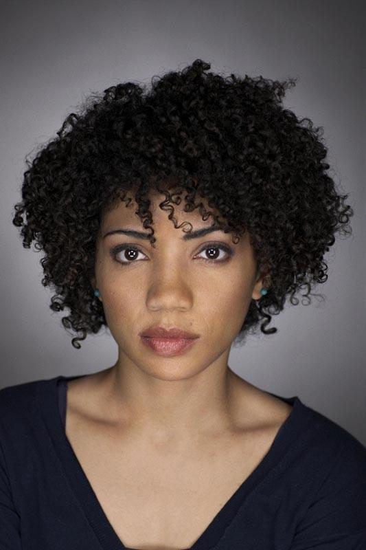 Una foto in primo piano di Jasika Nicole per la serie Fringe