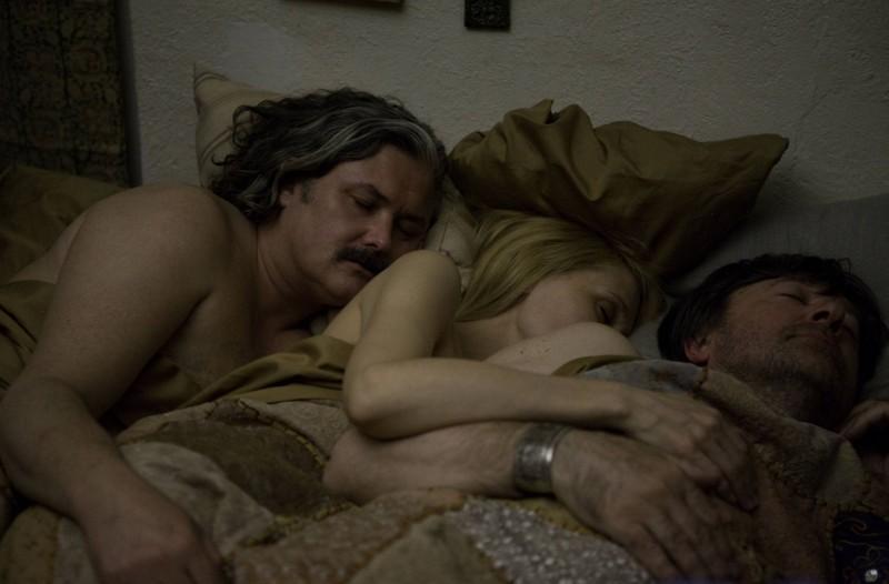 Conleth Hill, Patricia Clarkson e Olek Krupa del film Whatever Works, diretto da Woody Allen