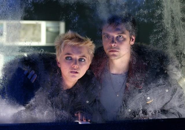 Andrew Lee Potts ed Hannah Spearritt nell'episodio 5 della stagione 3 di Primeval