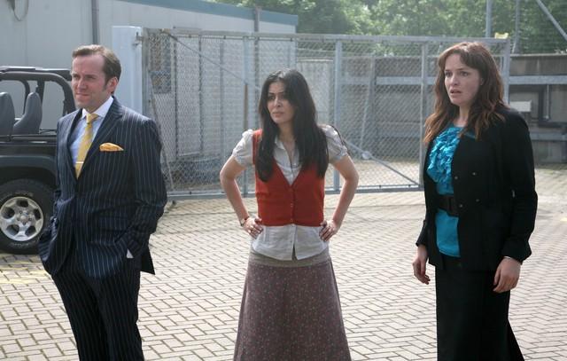Ben Miller, Laila Rouass e Lucy Brown nell'episodio 3 della stagione 3 di Primeval
