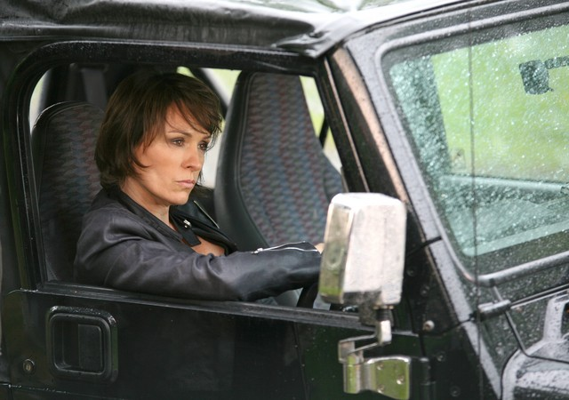 Juliet Aubrey in una scena della serie Primeval