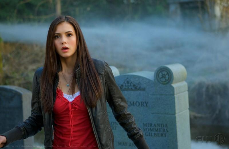 Nina Dobrev in una scena di The Vampire Diaries