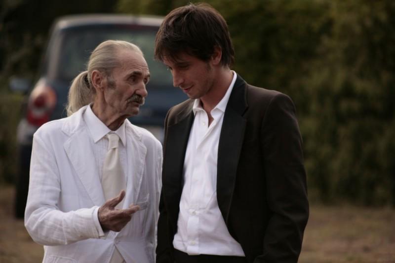 Carlo Rivolta da Vanzaghello e Fabrizio Veronese in un'immagine del film Tre lire - Primo giorno