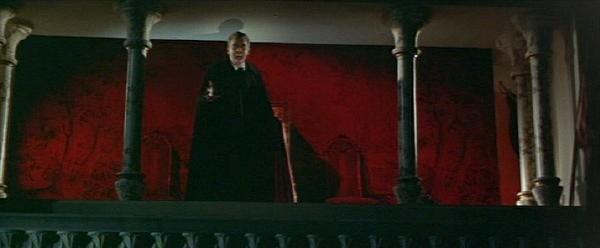 Christopher Lee in una scena del film Dracula principe delle tenebre