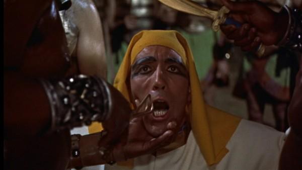 Christopher Lee in una scena del film La mummia
