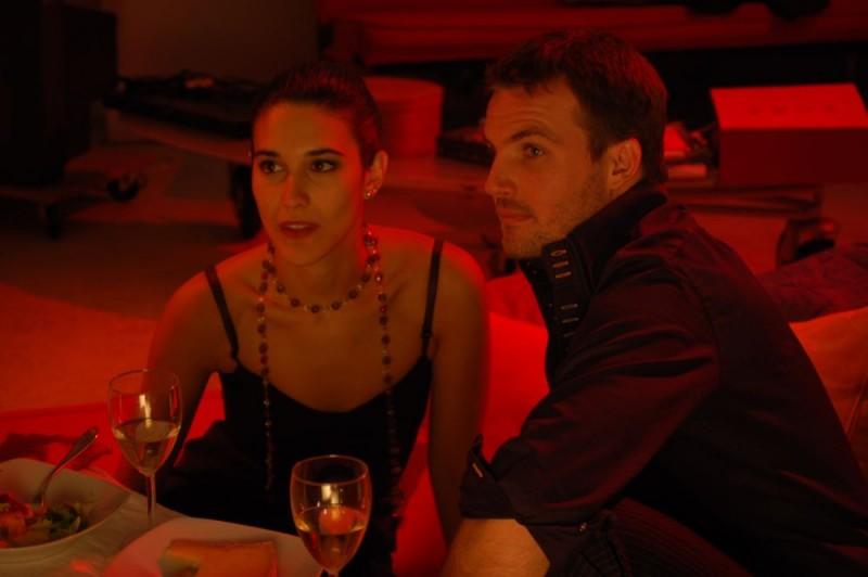 Maria Victoria Di Pace e Danilo Brugia in una scena del film Tutti intorno a Linda