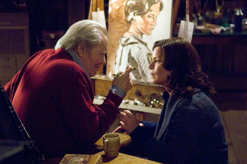 Peter O'Toole con Marcia Gay Harden in una scena del film 'The Christmas Cottage'