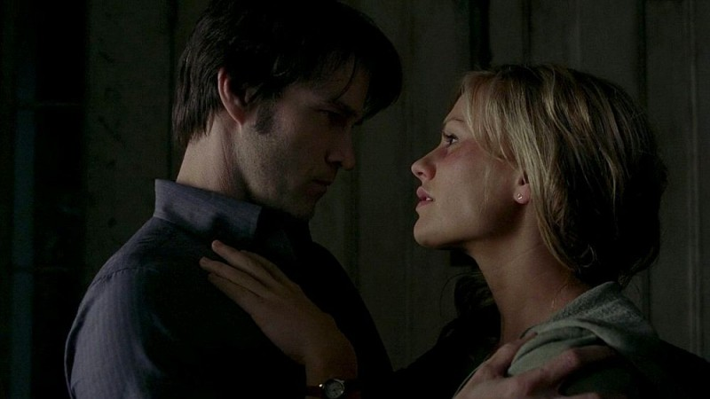 Stephen Moyer e Anna Paquin in una scena dell'episodio 'Nothing But The Blood' della seconda stagione della serie True Blood