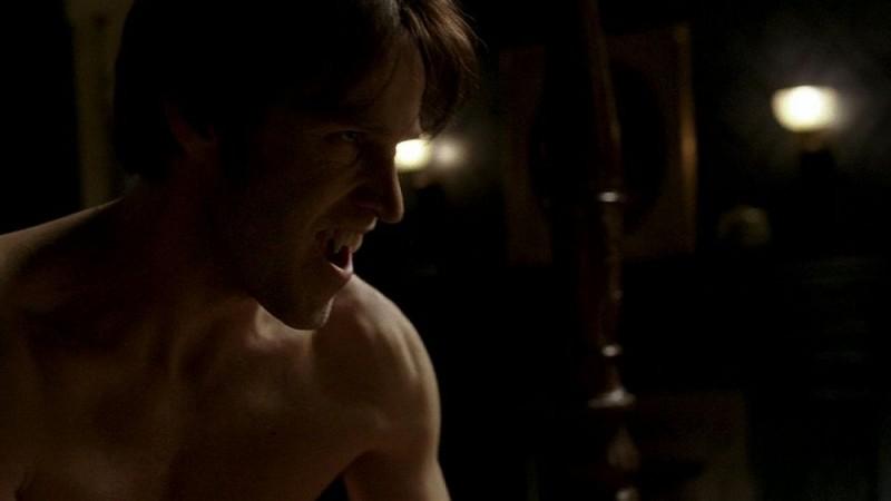 Stephen Moyer in una scena dell'episodio 'Nothing But The Blood' della seconda stagione di True Blood
