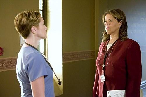 Edie Falco e Anna Deavere Smith nel pilot di Nurse Jackie