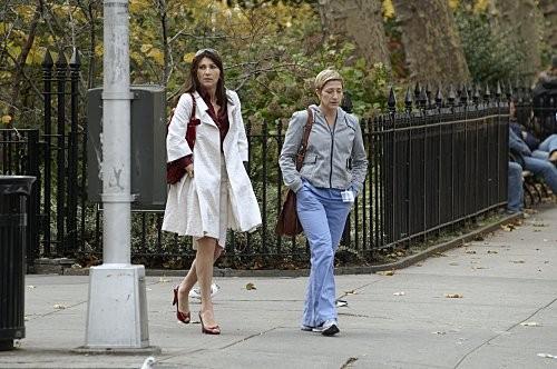 Eve Best ed Edie Falco in una scena dell'episodio Sweet-N-All di Nurse Jackie