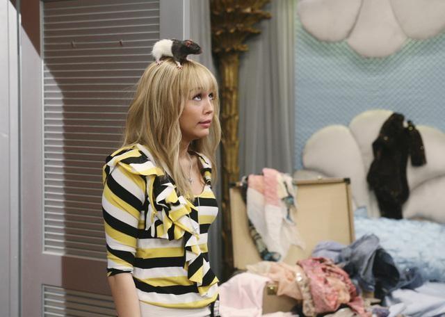 Miley Cyrus in una scena dell'episodio Super(stitious) Girl di Hannah Montana