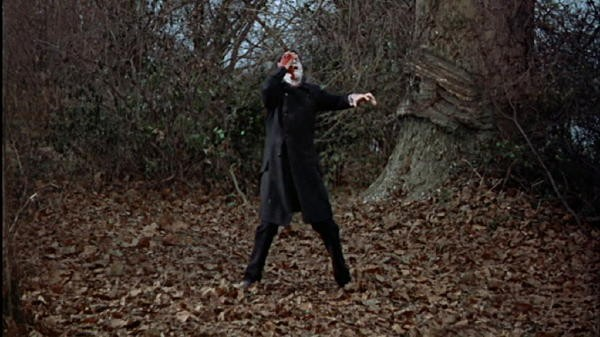 Christopher Lee in una scena del film La maschera di Frankenstein