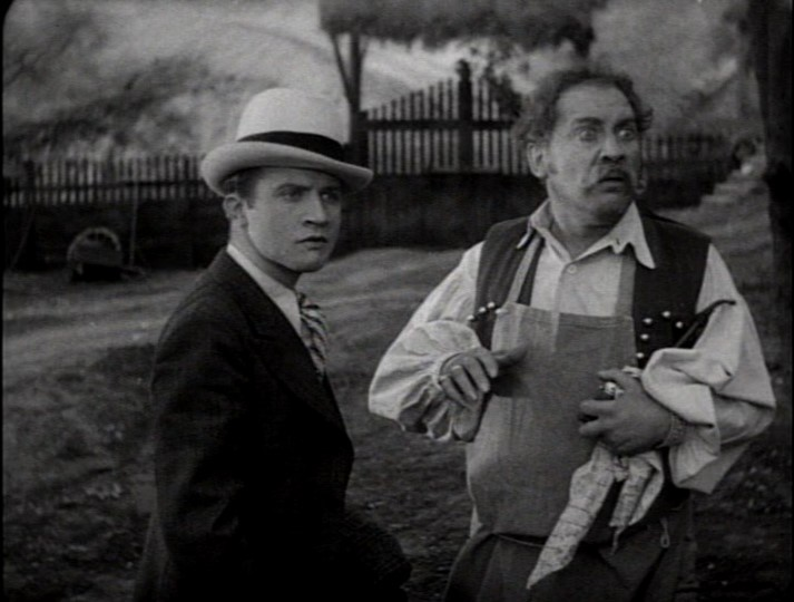 Dwight Frye in una scena del film Dracula (1931)