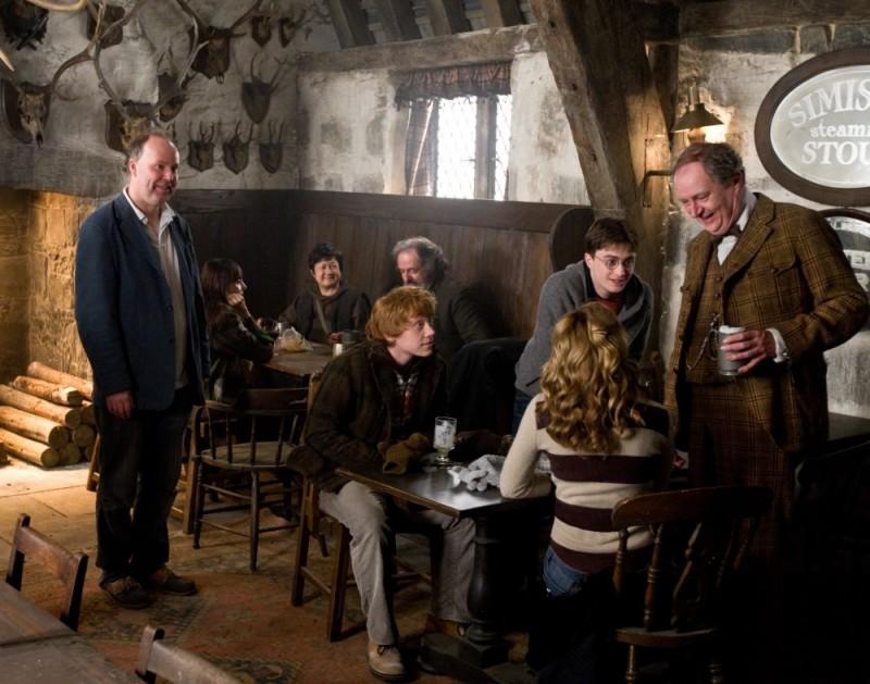 Il regista David Yates, Rupert Grint, Daniel Radcliffe e Jim Broadbent sul set del film Harry Potter e il principe mezzosangue
