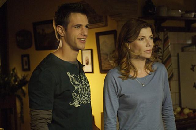 Andrew St. John e Stephanie Niznik in una scena dell'episodio Ubuntu di Life is Wild