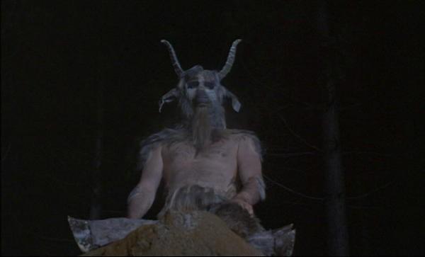 Eddie Powell in una scena del film The Devil Rides Out
