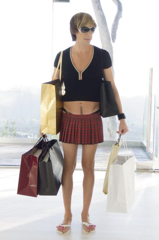 kilt e separadita, ma soprattutto tanto shopping per Sacha Baron Cohen nei panni di Brüno