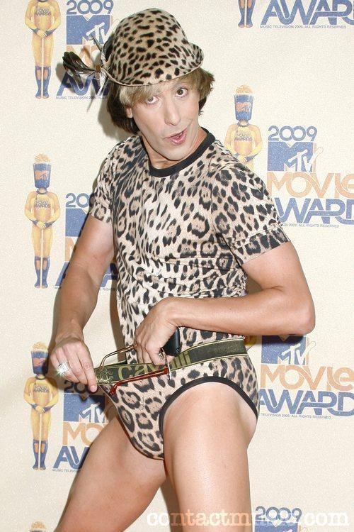 posa maliziosa per Sacha Baron Cohen - Brüno ai MTV Movie Awards 2009