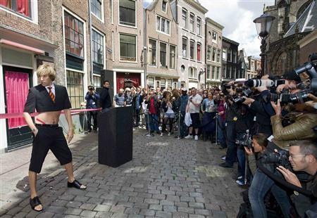 Sacha Baron Cohen nei panni di Brüno arriva ad Amsterdam