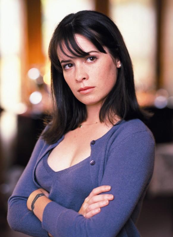 Un'immagine promozionale di Holly Marie Combs per la serie tv Streghe