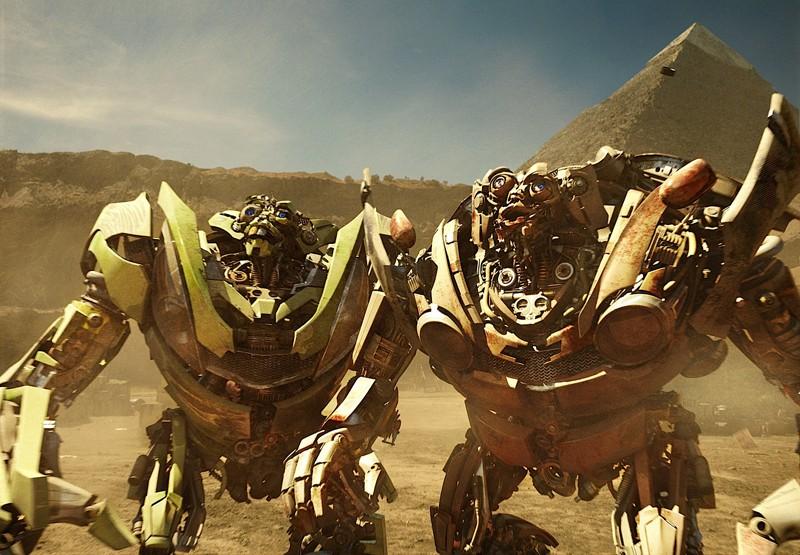Una scena del film Transformers: Revenge of the Fallen con i gemelli Kid e Mudflap