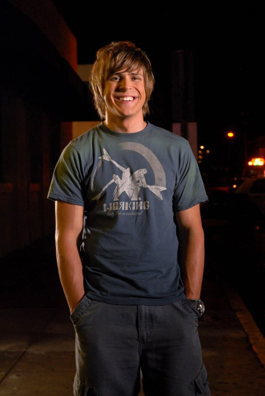 Chris Lowell è Stosh 'Piz' Piznarski in Veronica Mars
