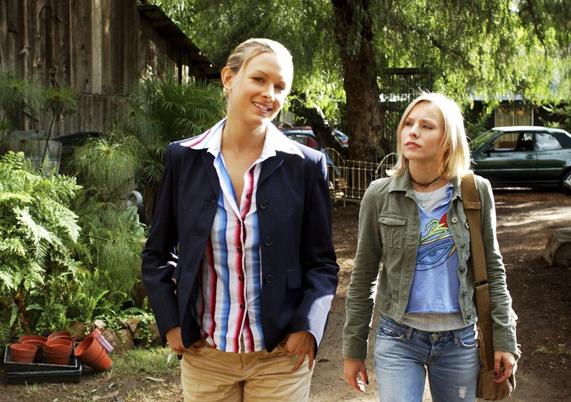 Amy Laughlin e Kristen Bell in una scena dell'episodio 'Abbaglio' di 'Veronica Mars'