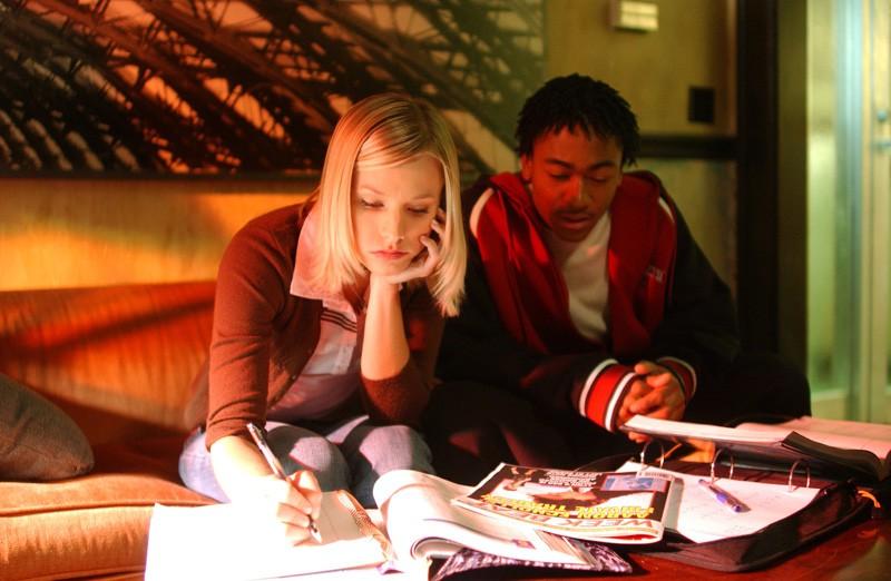 Percy Daggs III e Kristen Bell in una scena dell'episodio 'Il signore dell'anello' di 'Veronica Mars'