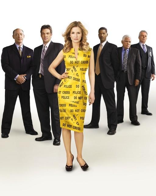 Kyra Sedgwick con il cast della stagione 5 di The Closer
