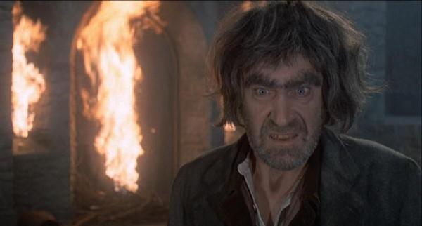 Patrick Troughton è Klove nel film Il marchio di Dracula