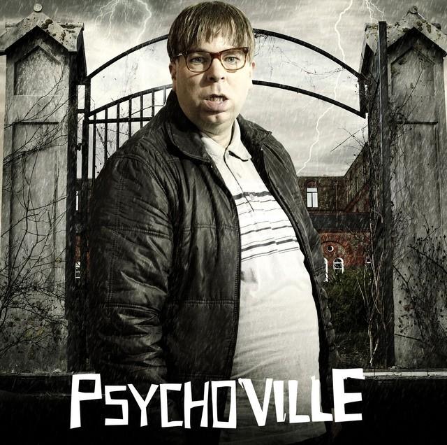 Steve Pemberton in un poster promozionale della serie Psychoville