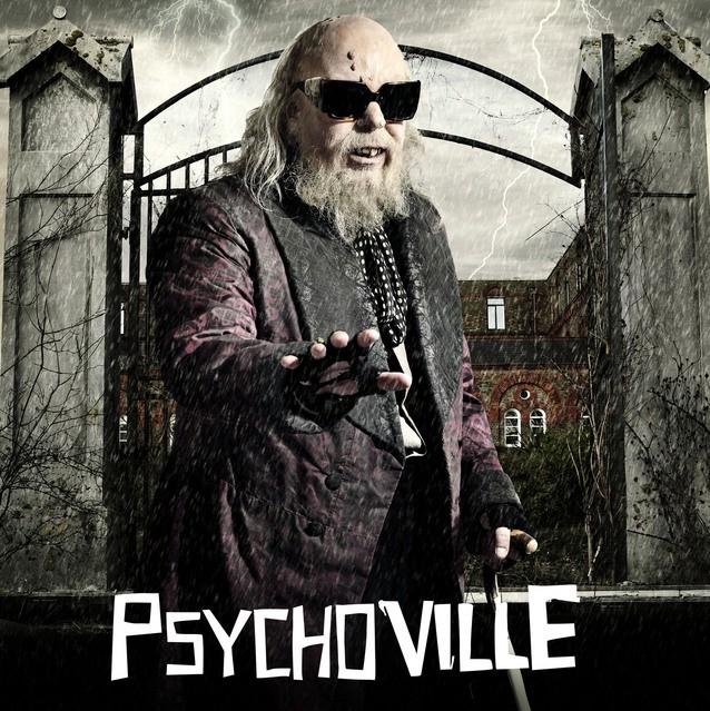 Steve Pemberton nei panni di Mr Lomax in un poster promozionale della serie Psychoville