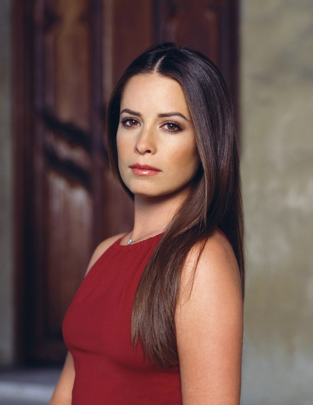 Un primo piano dell'attrice Holly Marie Combs per il telefilm Charmed