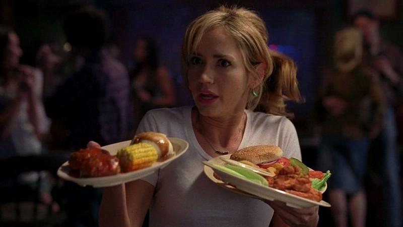 Ashley Jones in una scena dell'episodio 'Keep This Party Going' della seconda stagione di True Blood