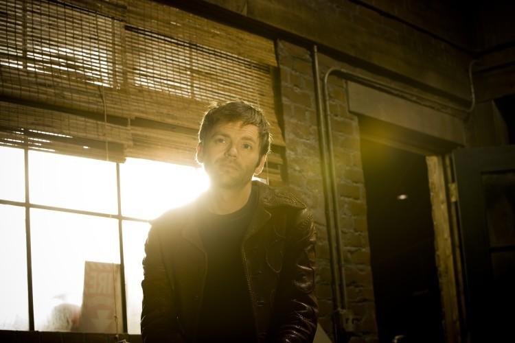Esteban Powell in una immagine promozionale della seconda stagione di The Cleaner