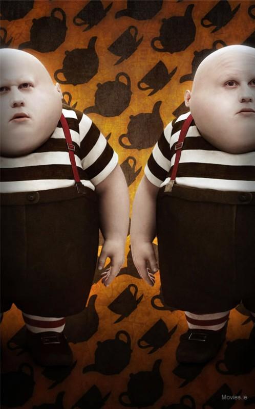 Matt Lucas nel duplice ruolo di Panco Pinco e Pinco Panco in Alice in Wonderland, di Tim Burton