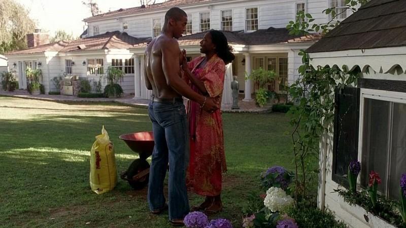 Mehcad Brooks e Rutina Wesley in un'immagine dell'episodio 'Keep This Party Going' della seconda stagione di True Blood