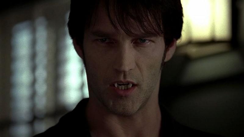 Stephen Moyer in una scena dell'episodio 'Keep This Party Going' della seconda stagione della serie True Blood