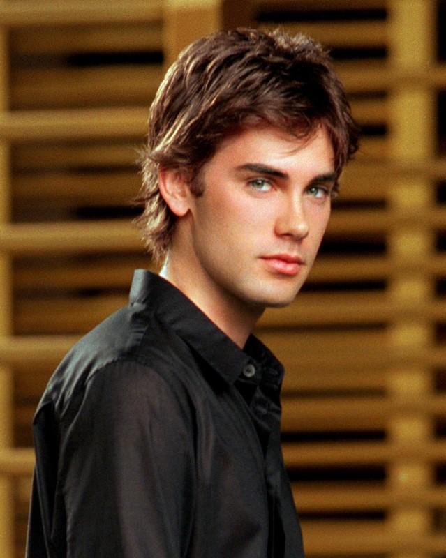Drew Fuller in un'immagine promo per la season 6 di 'Charmed'
