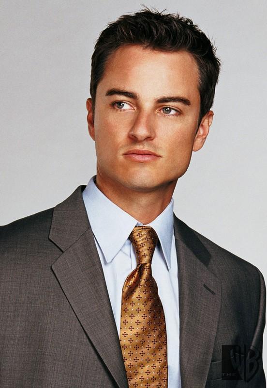 Kerr Smith in una foto promozionale per la stagione 7 di Streghe