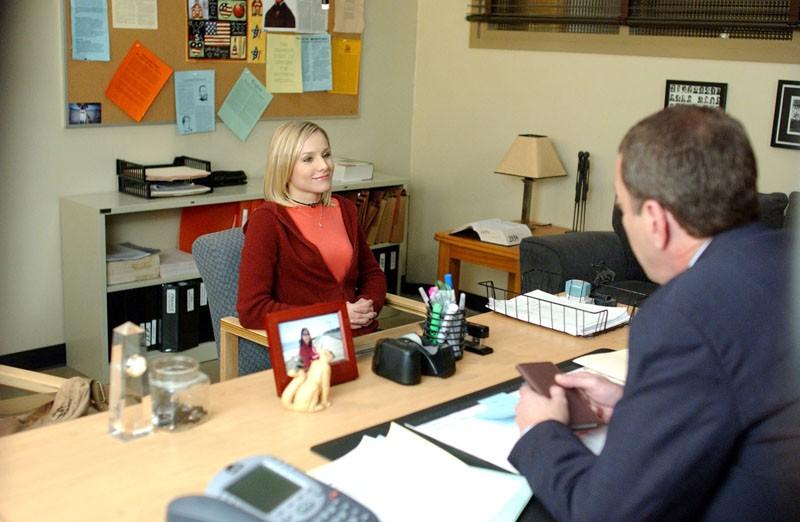 Kristen Bell dal preside nell'episodio 'Il vero padre' di 'Veronica Mars'